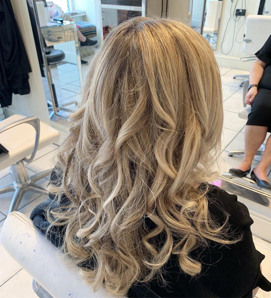 Wash And Curl Traineestylist Hairdressing Hairdresser Salon Longhair Hair Hairstyles Blondehair Curl Curlyhair Appr Sac Stilleri Uzun Sac Sac