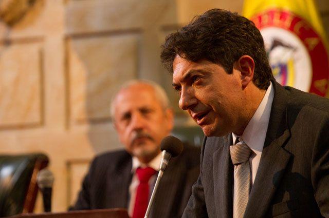Rodrigo Lara. Interpretado por Ernesto Benjumea
