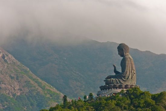Seven of the Luckiest Places to Visit in #Asia (Giant Buddha statue at lantau Island, Hong