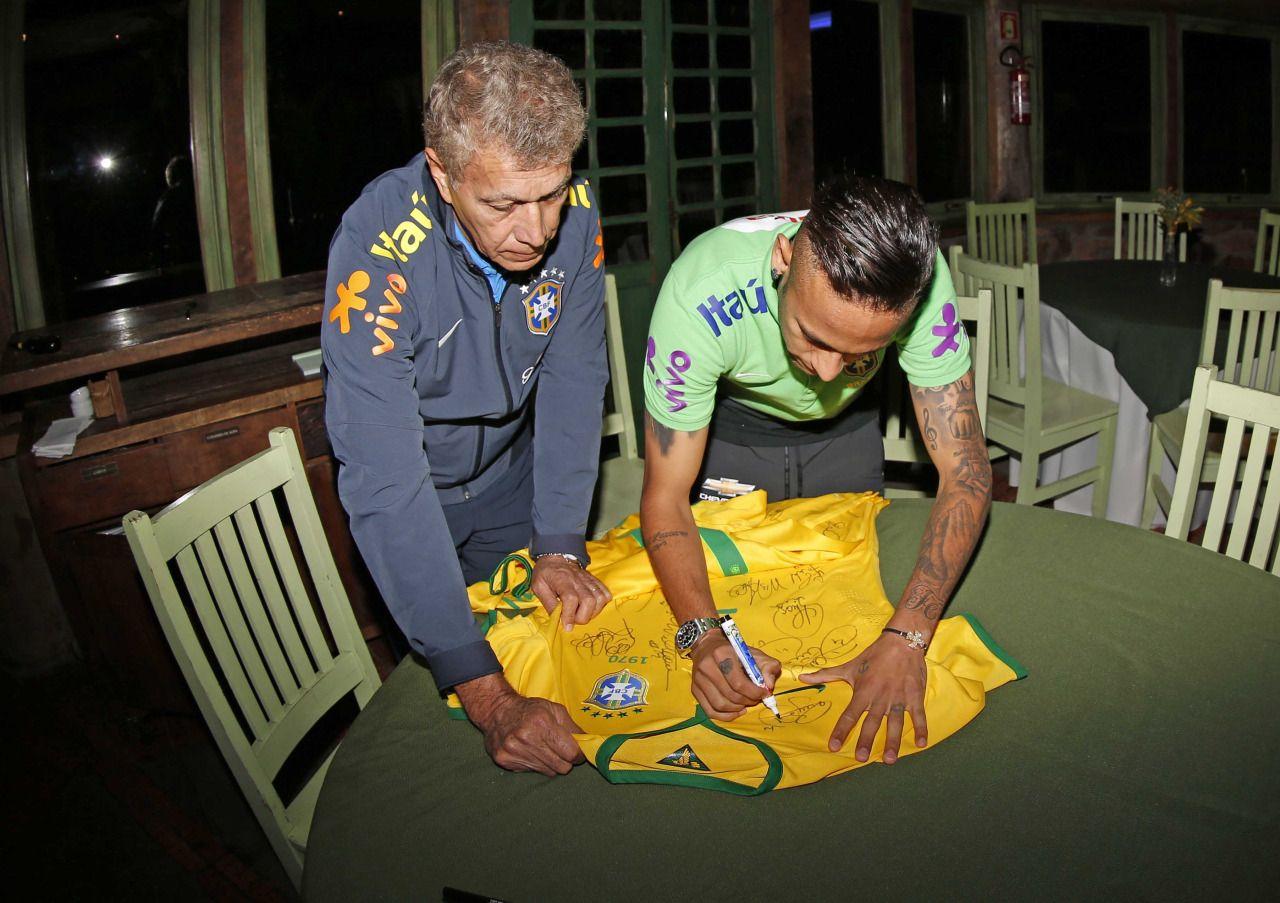 FanZentrale Neymar - 11.06.2015 Abschied von Clodoaldo Photo by Rafael...