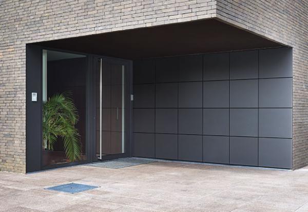 Portes de garage dans la même plan que la façade L-Door Déco d - decoration portes d interieur