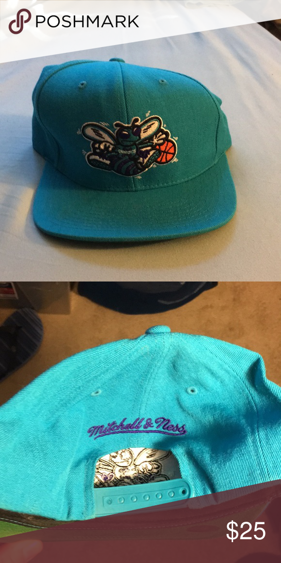 3b51119c11b Charlotte Hornets SnapBack Hat Condition 10 10 Mitchell   Ness Accessories  Hats