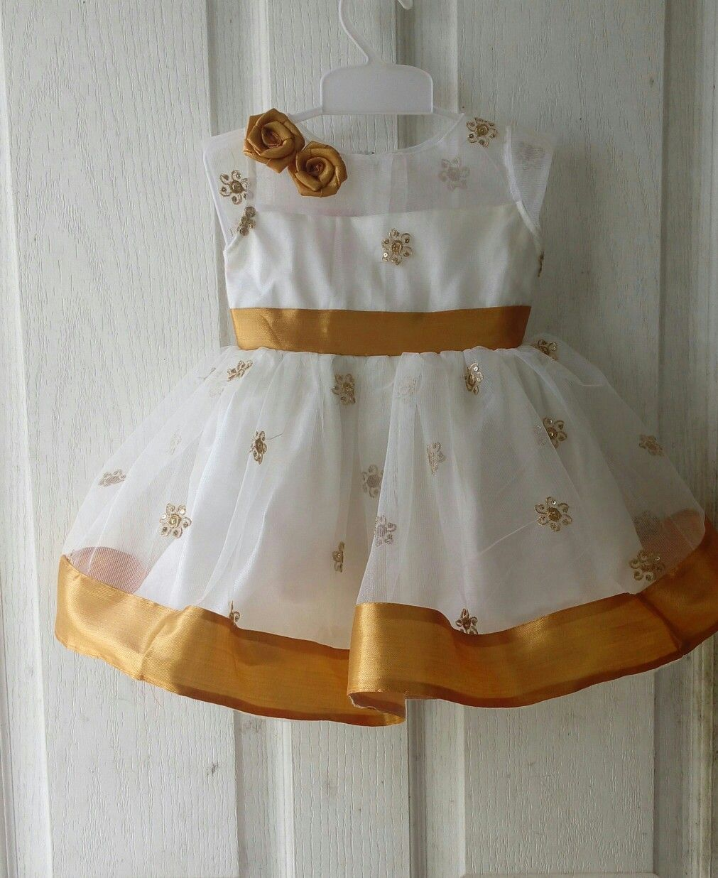 1bd143835 Onam #gold and white #pretty #venusdressmakers. Onam#gold and white#pretty  #KidsGoldJewellery Kids Dress ...