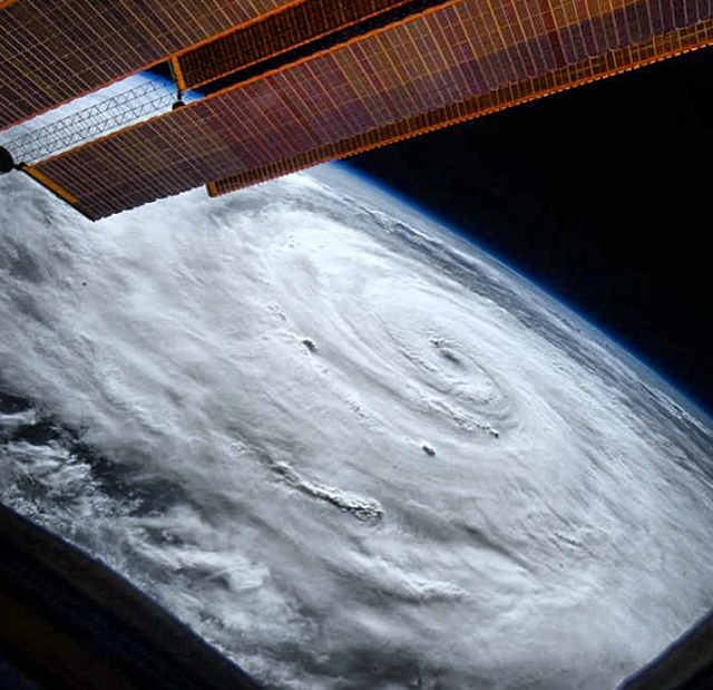10 amazing photos from astronaut Scott Kelly's year in space