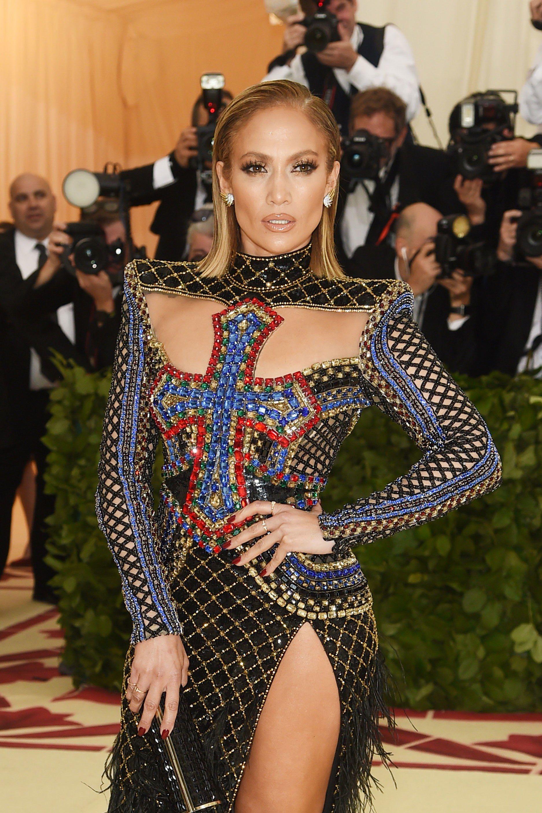 Jennifer-Lopezs-best-red-carpet-moments-