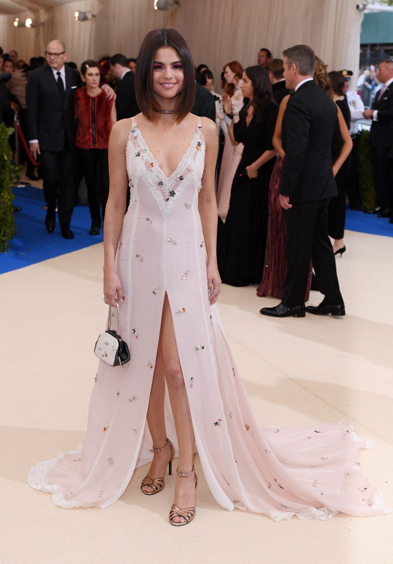 3823be7c4382 Selena Gomez – MET Gala at The Metropolitan Museum of Art in New York 05/01/ 2017