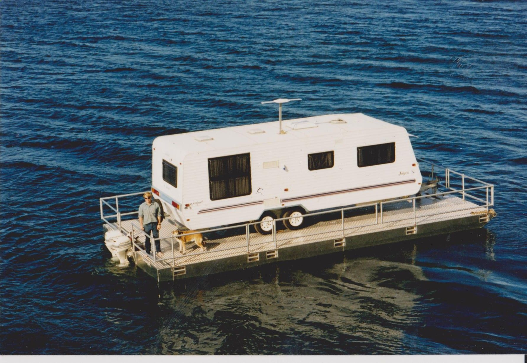 Floating house boats retirement houseboat or floating for Building a floating home