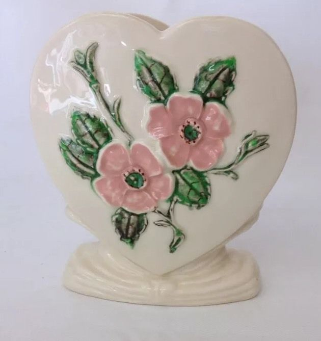 Hull Usa Pottery Heart Shaped Vase With Flowers White Pink Green