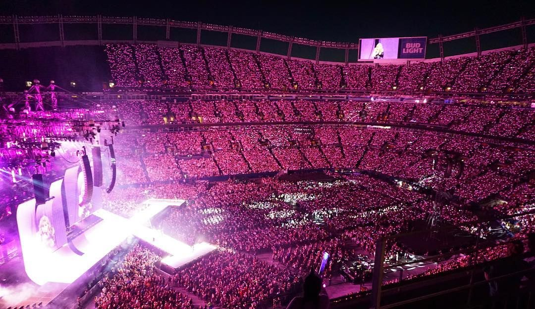 Denver Look How Gorgeous All 58 000 Of You Looked Tonight My First Stadium Show In Denver I Love You Guys Taylor Swift Concert Concert Crowd Taylor Swift