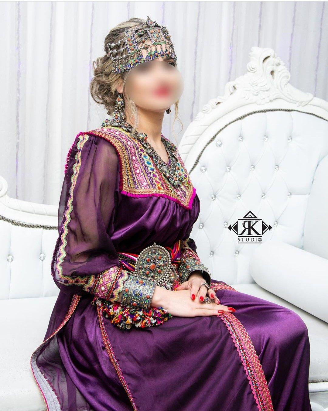 Pin By Nadjet On Robe Kabyle Traditional Outfits Dresses Algerian Clothing