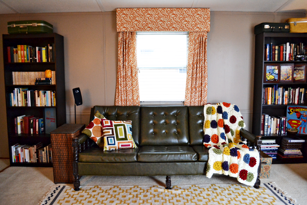 vintage style living room. a nerd living room  it has vintage style just like the scenario