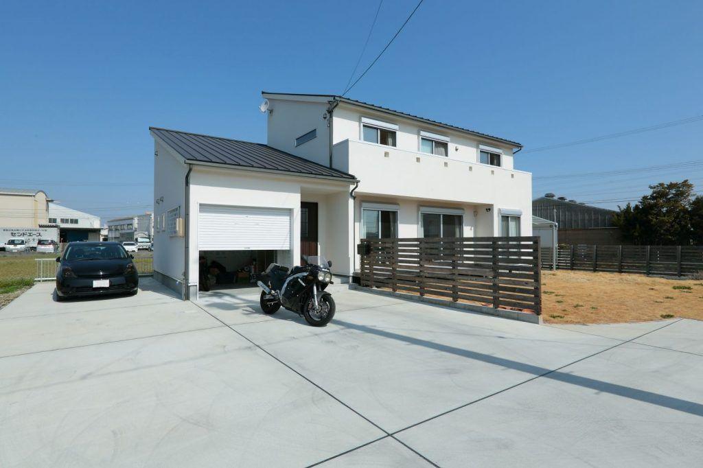 【アイジースタイルハウス】ガレージ。趣味を楽しむ、ガレージのあるシンプルモダンな家