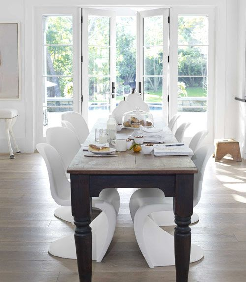 A white, monochromatic California home tour! From Mix and Chic!