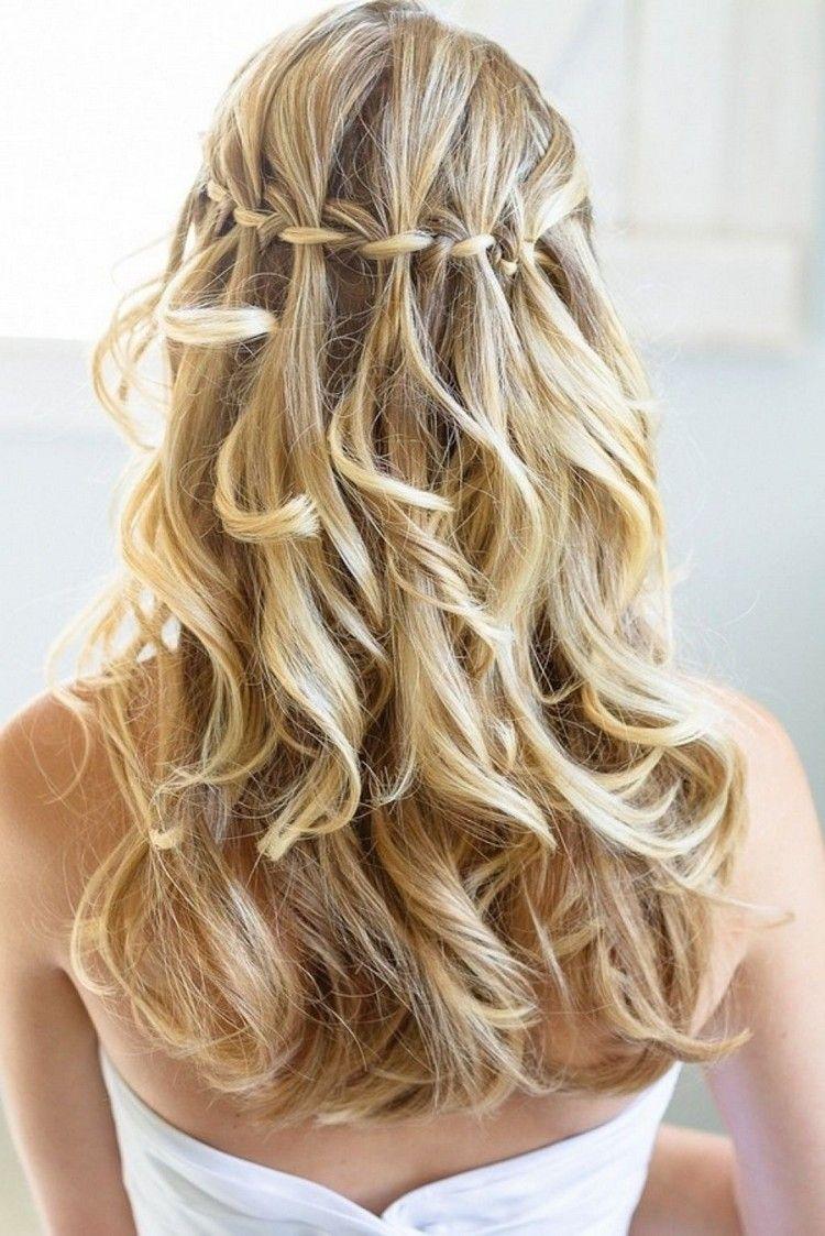 Sommerfrisuren Lange Haare Wasserfall Zopf Elegant Blondes Haar