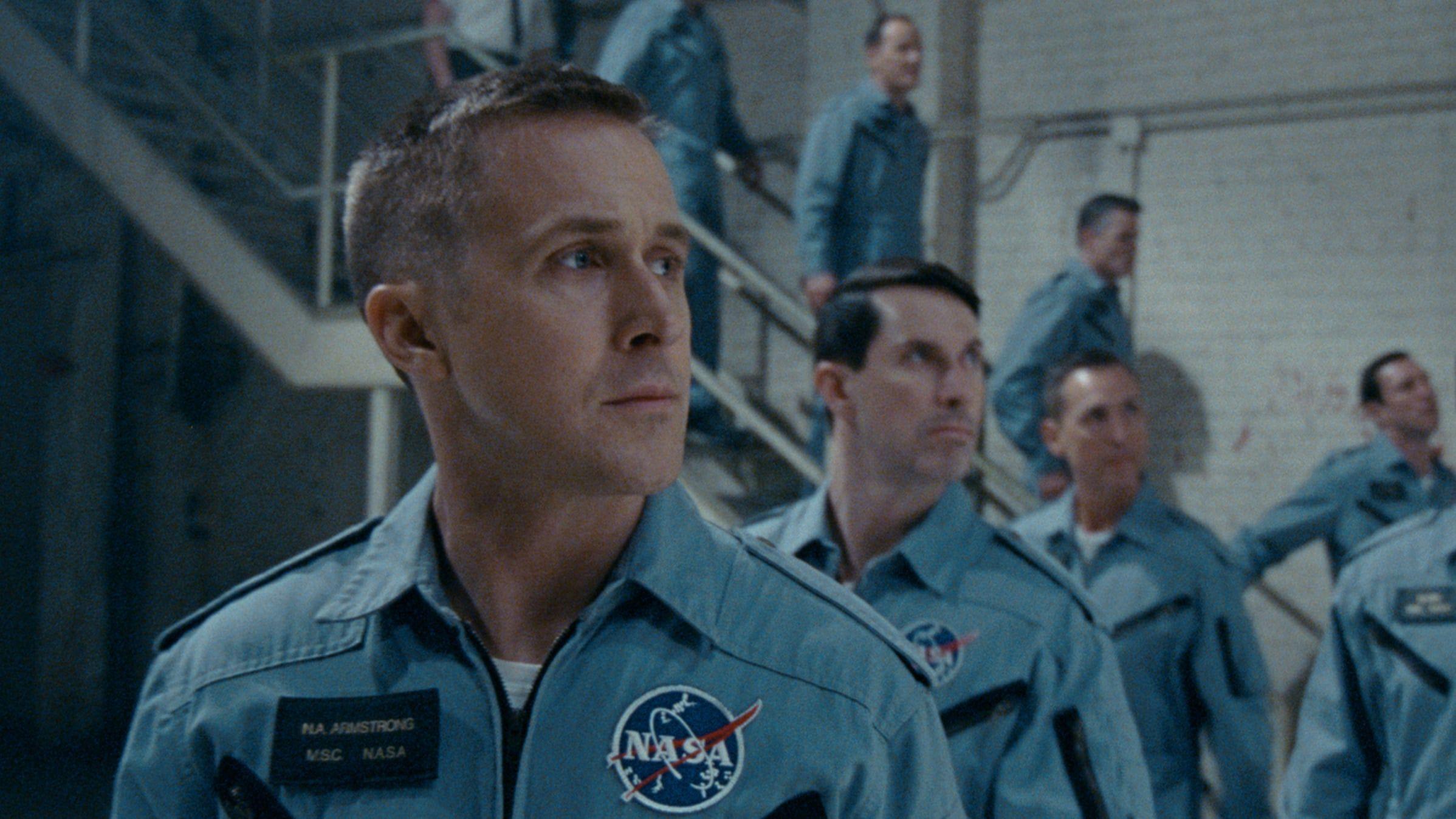 Cuenta La Historia De La Mision De La Nasa Que Llevo Al Primer Hombre A La Luna Centrada En Neil Armstrong Interp Neil Armstrong Man On The Moon Ryan Gosling