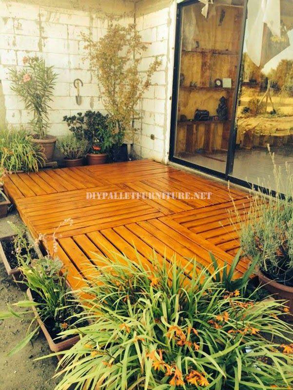 Ejemplos de tarimas construidas con for Jardines verticales con tarimas
