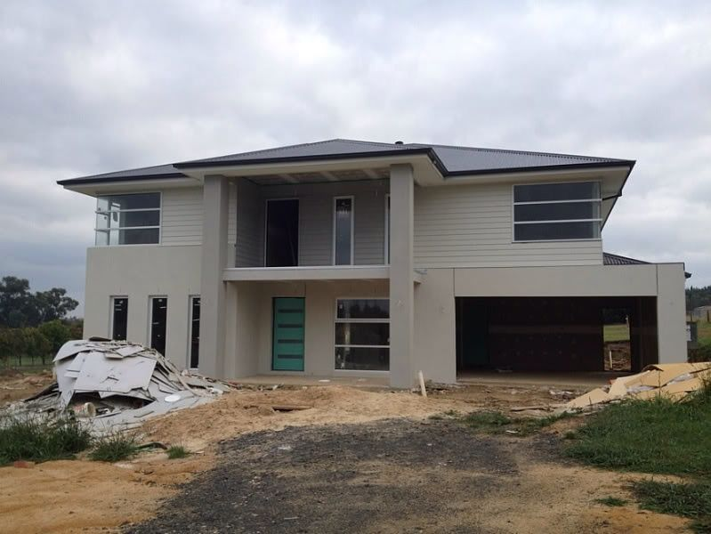 Surfmist Cladding And Render With Shale Grey Columns