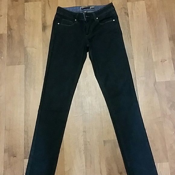 Paige jeans--'skyline' Small mark on right side, looks like a small snag, see pic Paige Jeans Jeans Skinny