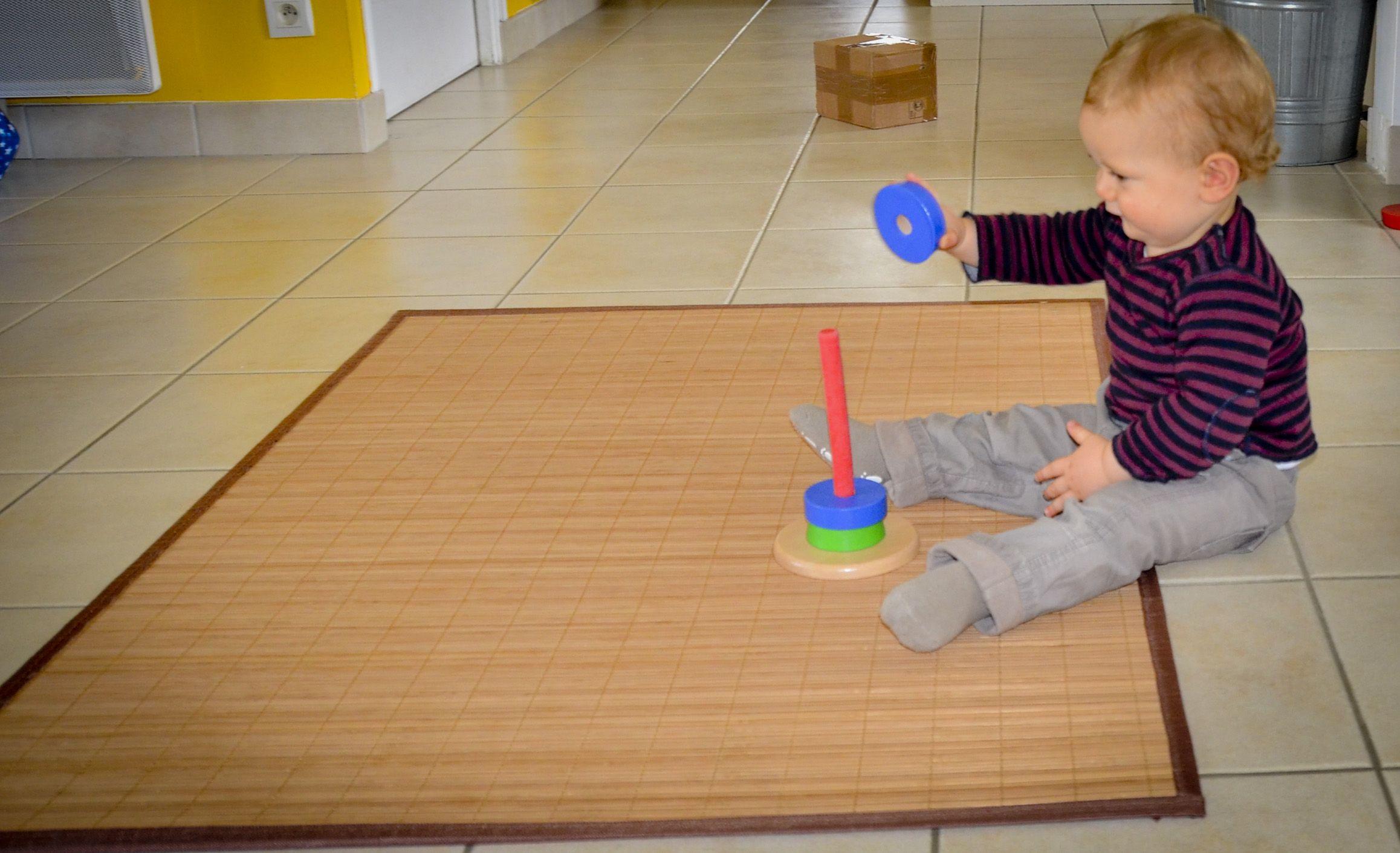 jeux montessori pour enfants de 6 12 mois 0 1 an. Black Bedroom Furniture Sets. Home Design Ideas
