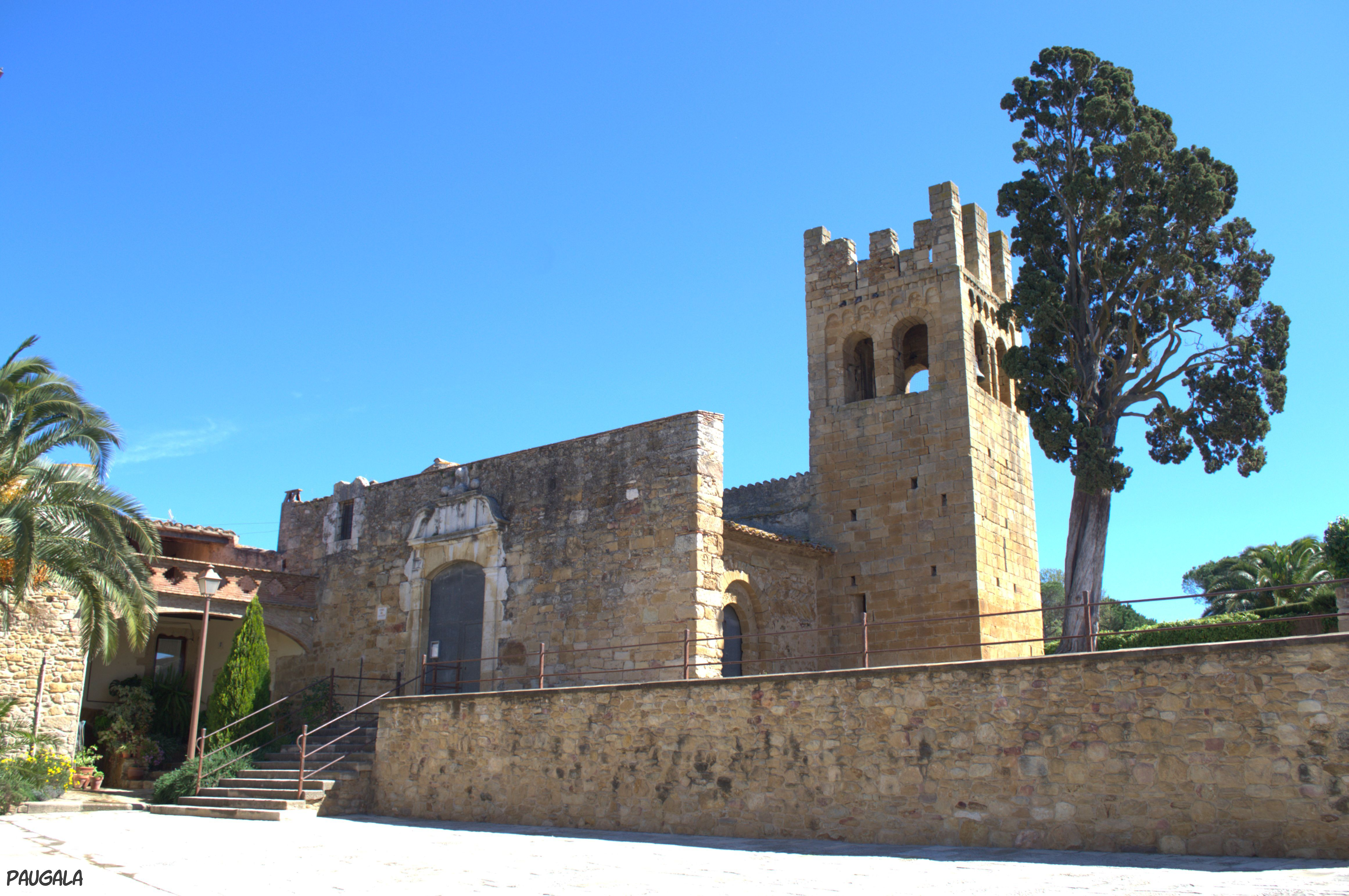 La iglesia de Sant Esteve de Canapost, consta de dos plantas una prerománica de los siglos IX - X y otra románica del siglo XI la torre campanario románica de estilo lombardo es del siglo XII. Canapost. Girona