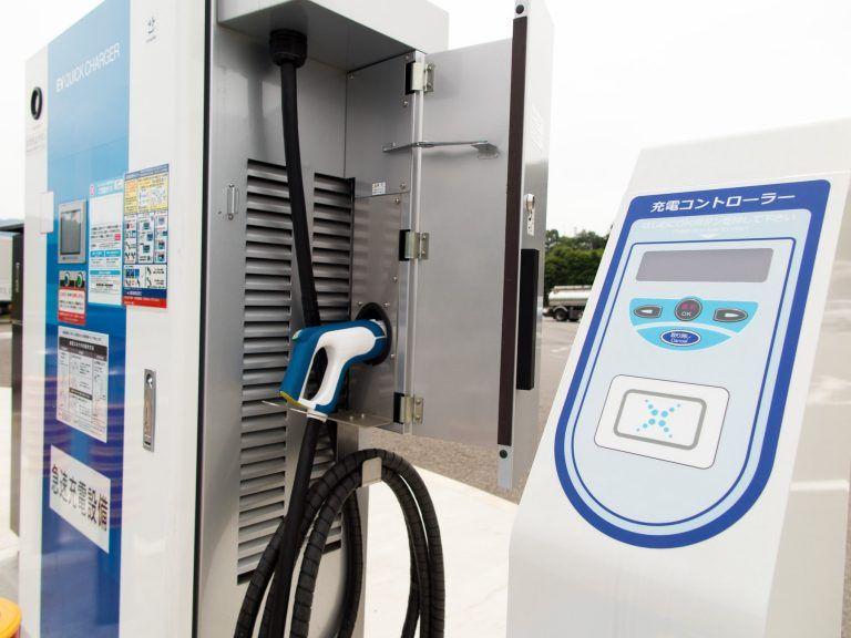 電気自動車の充電スタンド 電気自動車 充電スタンド 自動車工学