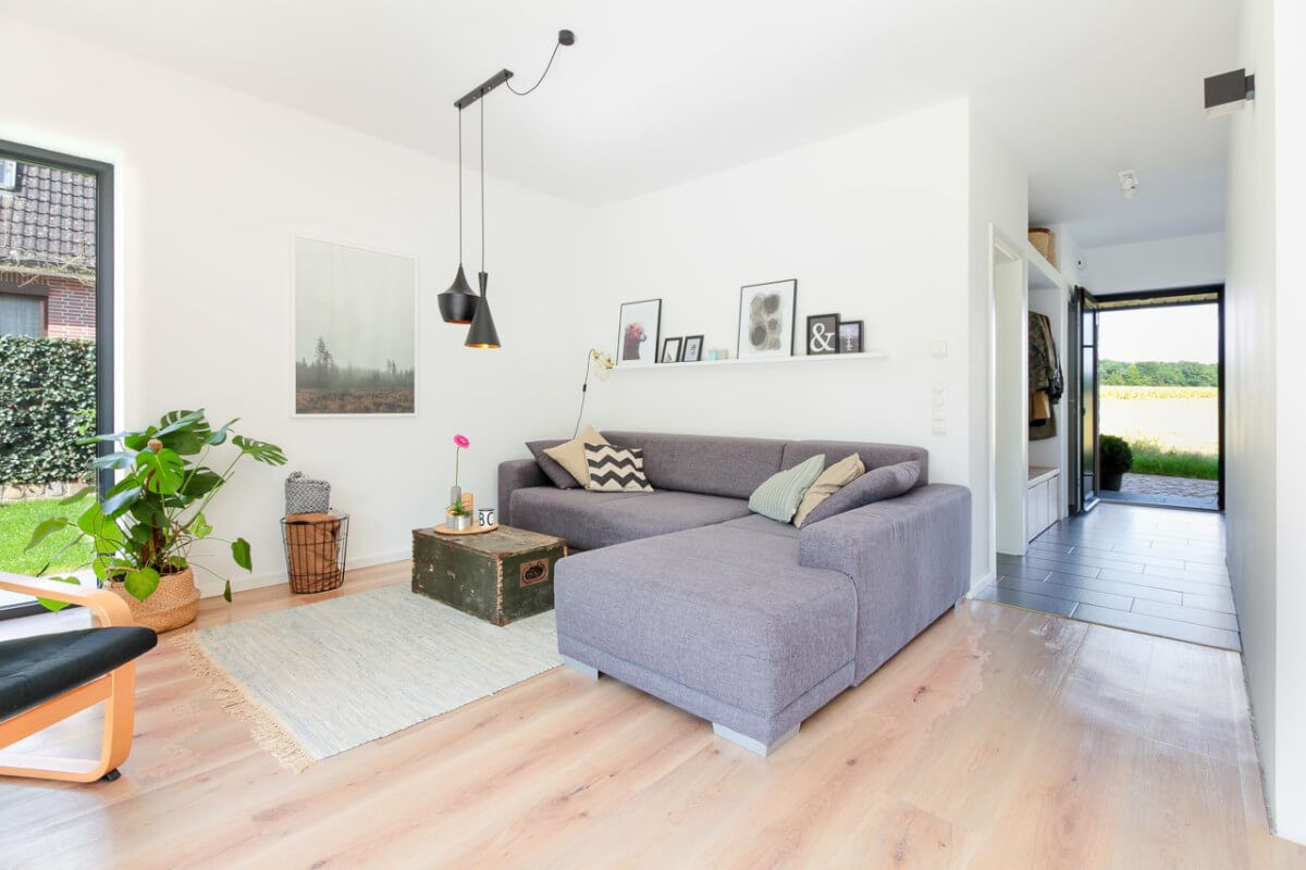 Wohnzimmer Modern Mit Ecksofa Grau   Einrichtungsideen Modern ECO Vario  Haus Bönningstedt   HausbauDirekt.de