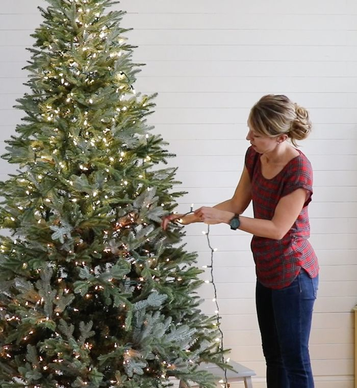Learn how to hang lights by yourself AND make them look professionally  done. Such a great tutorial for hanging Christmas tree lights! - Tutorial For Adding Lights To A Christmas Tree Remodelaholic
