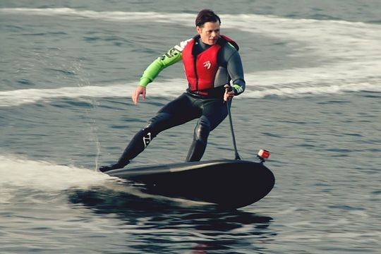surfez lectrique avec le lampuga cool planche de surf. Black Bedroom Furniture Sets. Home Design Ideas