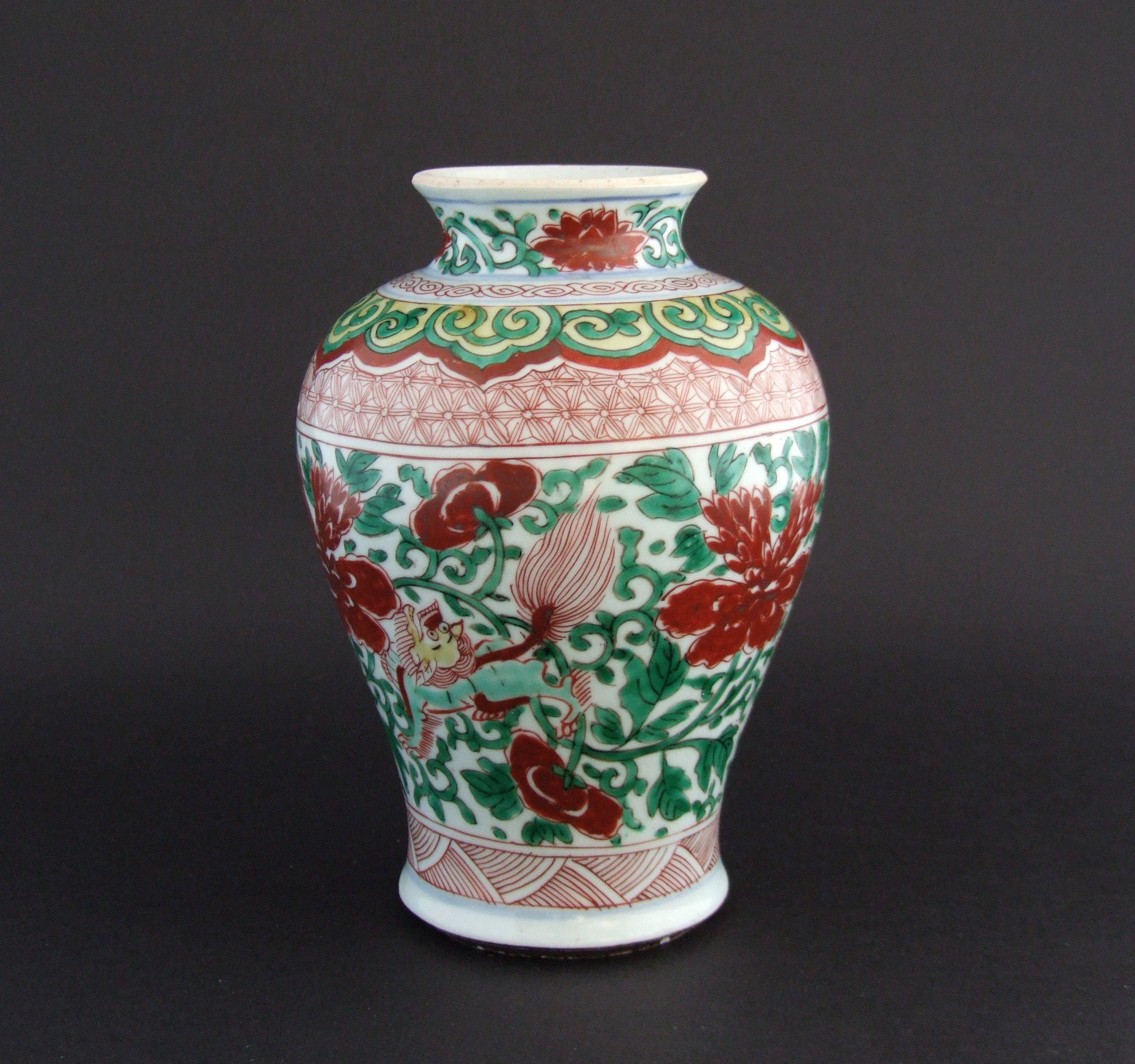 A Transitional Wucai Porcelain Vase, Early Qing Dynasty, Shunzhi
