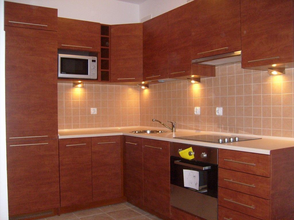 Male Kuchnie Zwykle Powoduja Duzo Problemow Z Ich Umeblowaniem Dlatego Wtedy Meble Kuchenne Wykonane Kitchen Cabinets Bathroom Mirror Lighted Bathroom Mirror