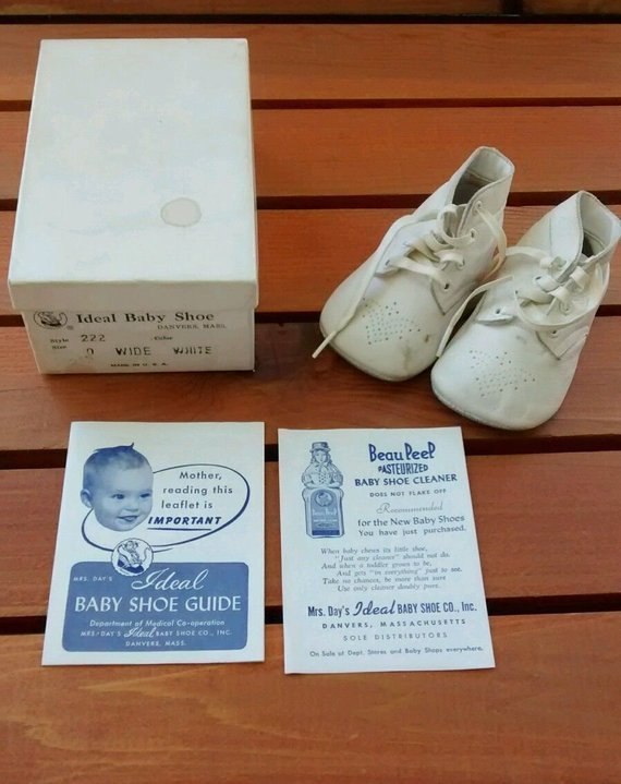 4ae6b88524136 Vintage Mrs Days Ideal White Leather Baby Shoes, Size 0 Wide ...
