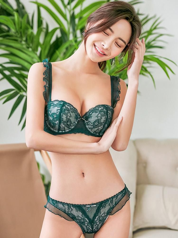 e44e7d16f Let your body shine with the Jadah Bra Set. Its lacey design and  delicately-veiled straps are enough to help you charm and seduce your way  to his heart. 💖