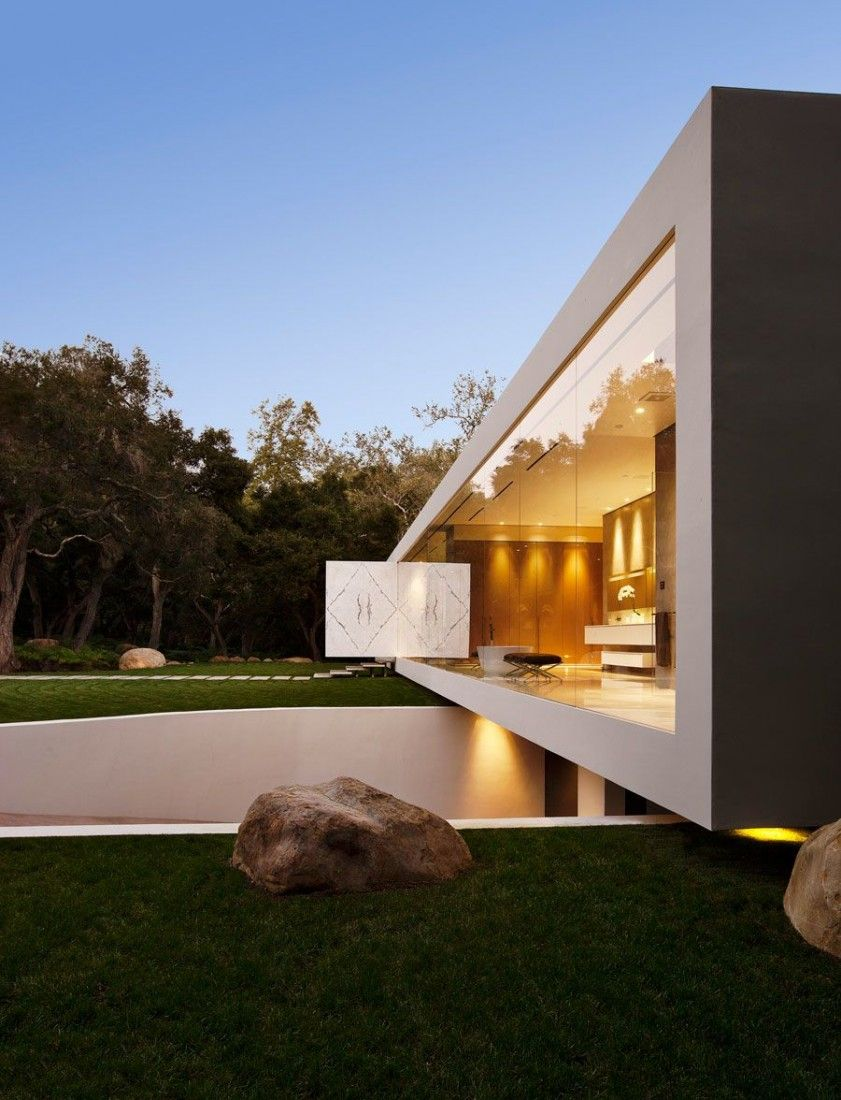 The glass pavilion an ultramodern house by steve hermann for Luxury minimalist house