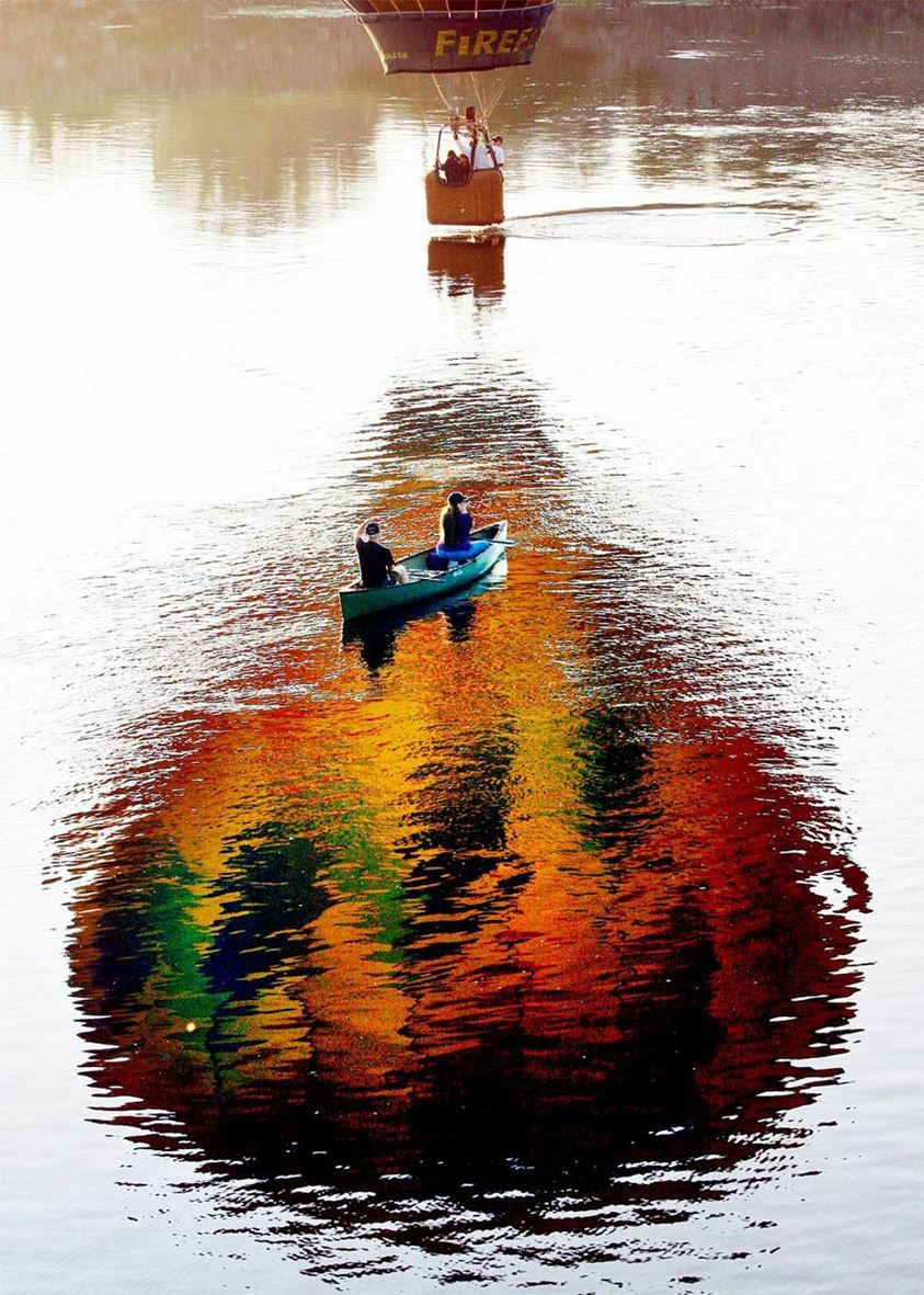 Montgolfière sur l'eau