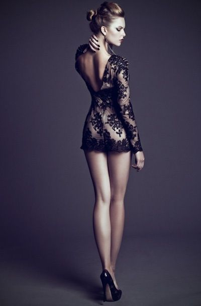 9d7a19320bf model pose - back shot alluring with had on neck...x