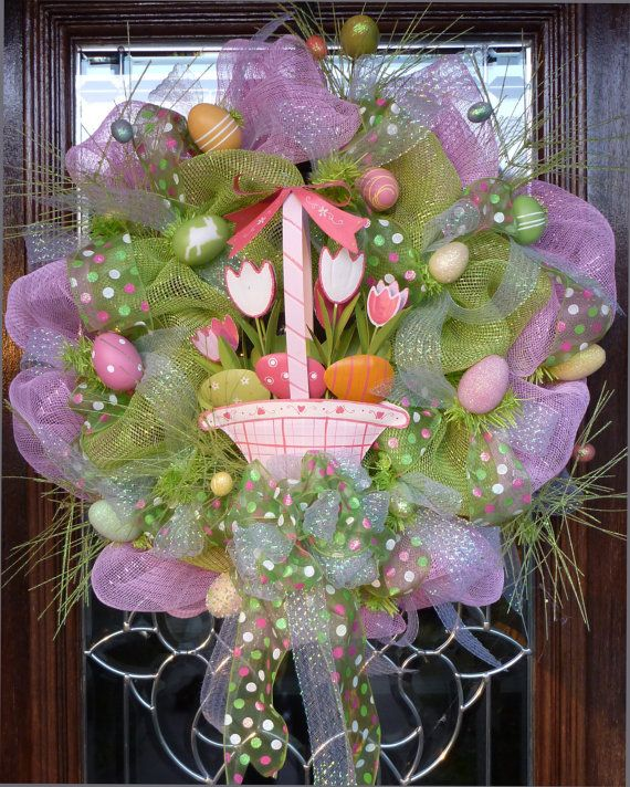 EASTER BASKET WREATH ...Think I'm gonna try making this one this next week.
