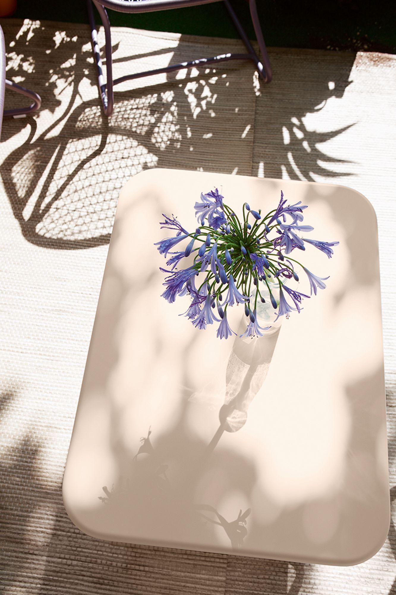 Table couleur lin Fermob Sixties #mobilierdejardin #design #outdoor