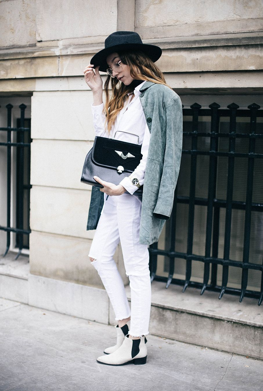how to wear white jeans | green suede, fedoras and ankle boots