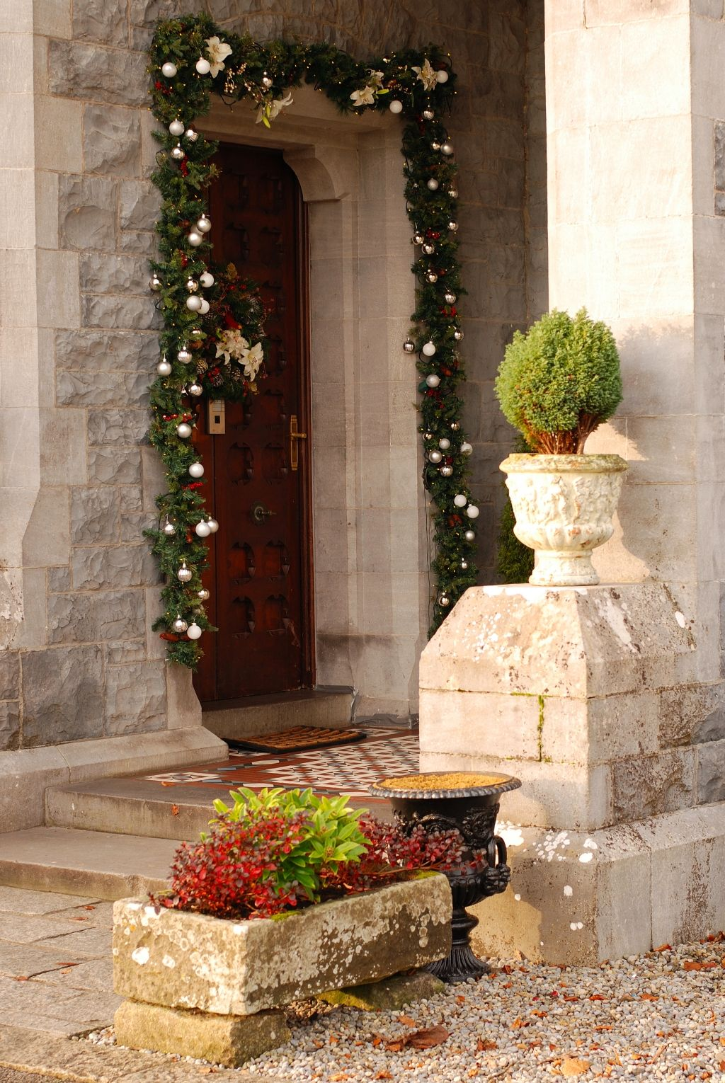 Mount Falcon Front Door Magical christmas, Table