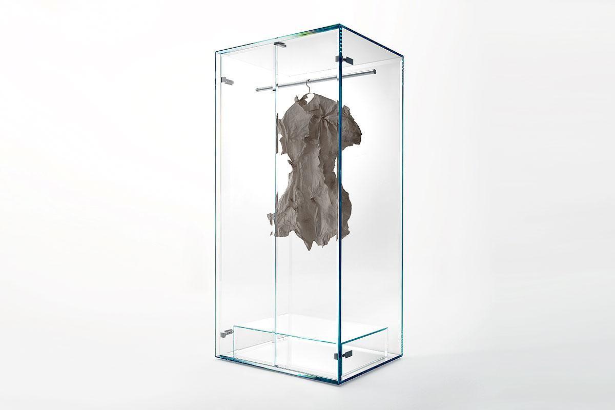 Transparent: Gläserner Kleiderschrank \