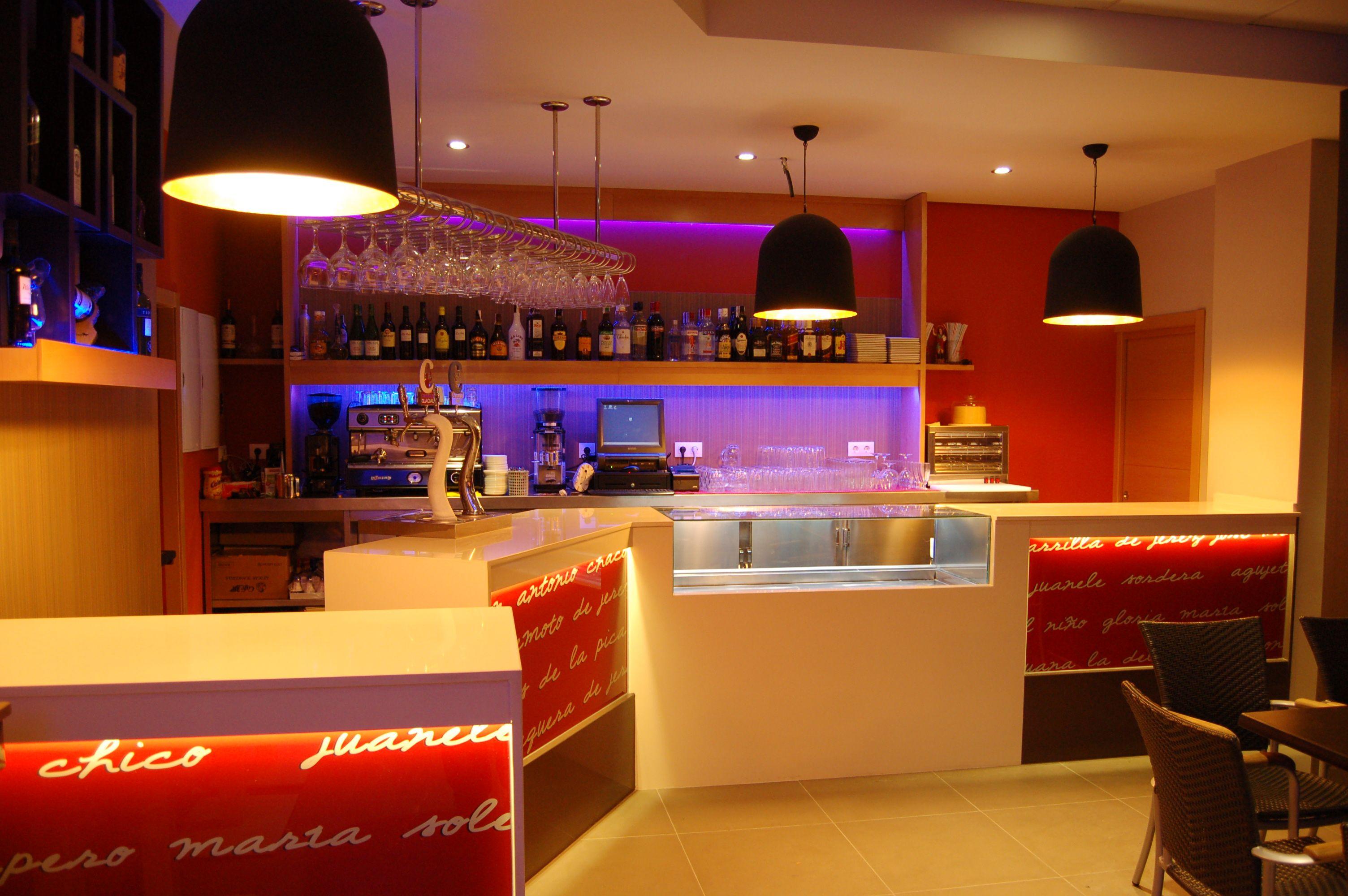 Diseño y decoración interior de cafetería realizada por la empresa 3 ...