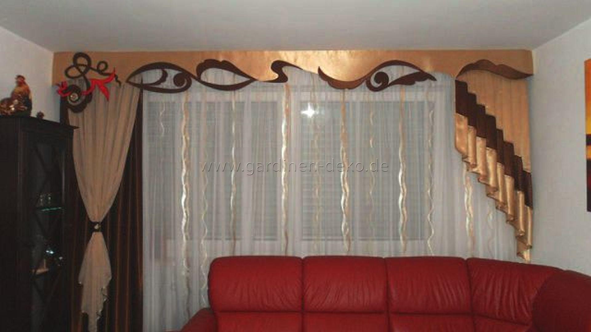 Klassischer Wohnzimmer Vorhang mit großer Schabracke und ...
