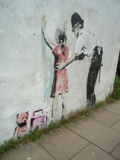 Banksy - Glastonbury   Banksy, Street art love, Street art