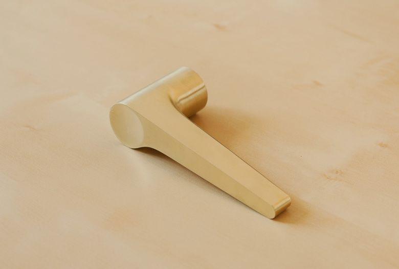 Handmade door handle in pure brass, brushed.
