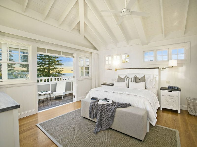 Stunning hamptons style beach house in collaroy bedrooms for Hamptons beach house interiors