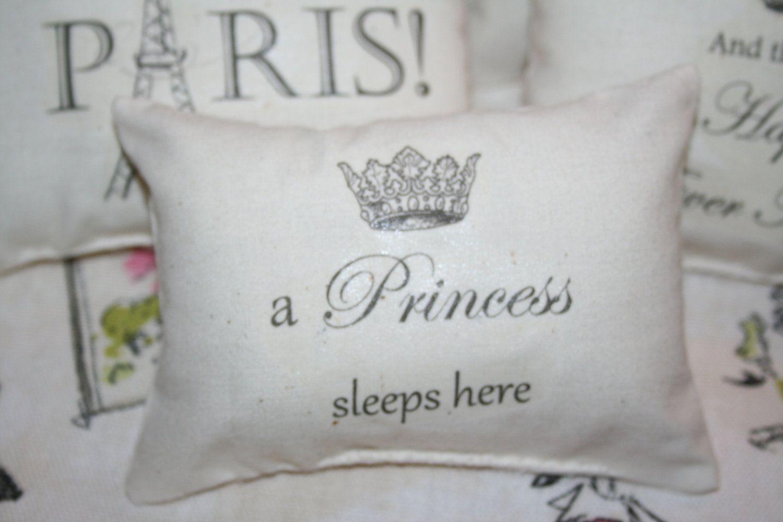 Mini PIllow, a princess lives here