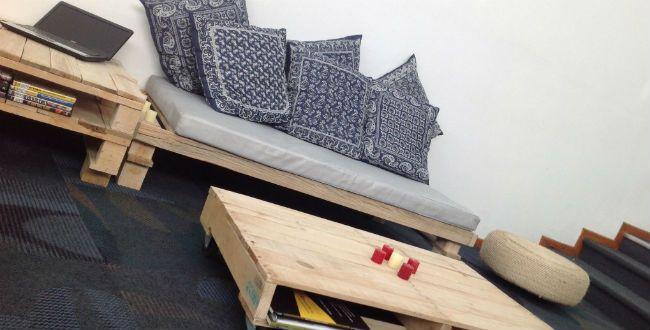 Reciclan tarimas, polines y huacales para crear muebles en Puebla