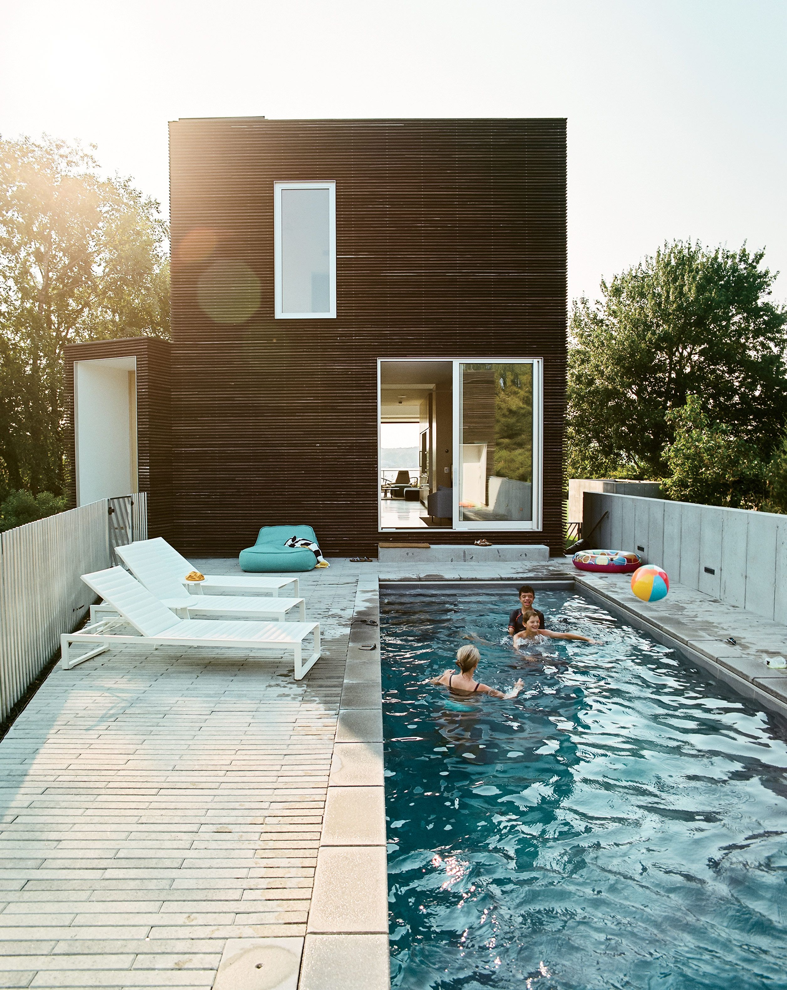 Pool terrace with Eos lounge chairs at Rhode Island family