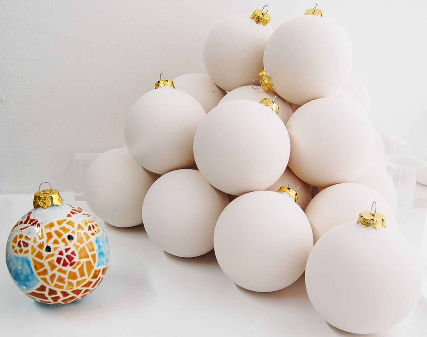 Ceramic christmas ornaments - Paint Your Own Christmas Bauble Ornament Decoration In Pottery Supplied White Ready To