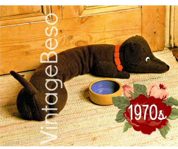 Doggie Door Draft Stopper Knitting Pattern Dachshund Draught 01